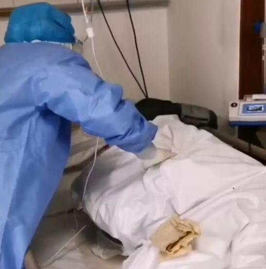 重症患者病床上写下的7字遗书,令医护人员当场痛哭……