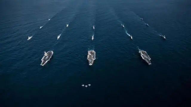 美国2艘航母驶进南海地区!中美罕见同时同地演练?